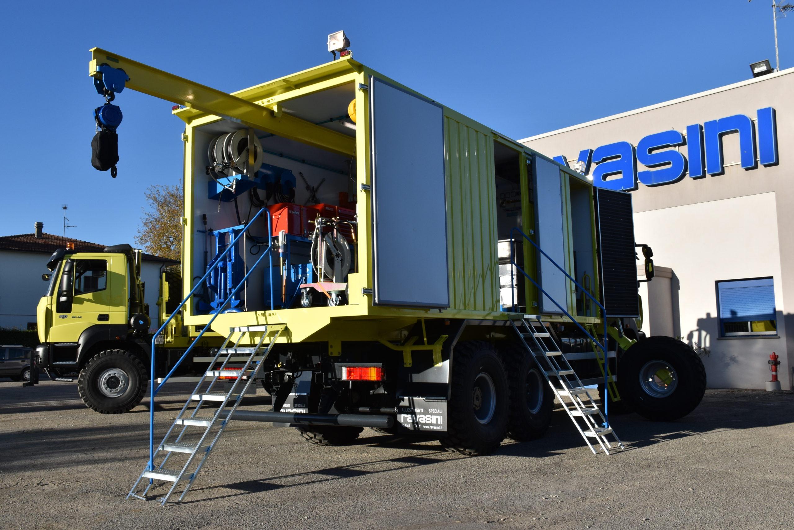 mobile_workshop_on_truck