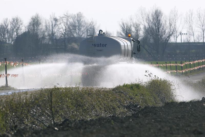 Cisterna trasporto e distribuzione acqua industriale per innaffiamento e lavaggio strade e gallerie