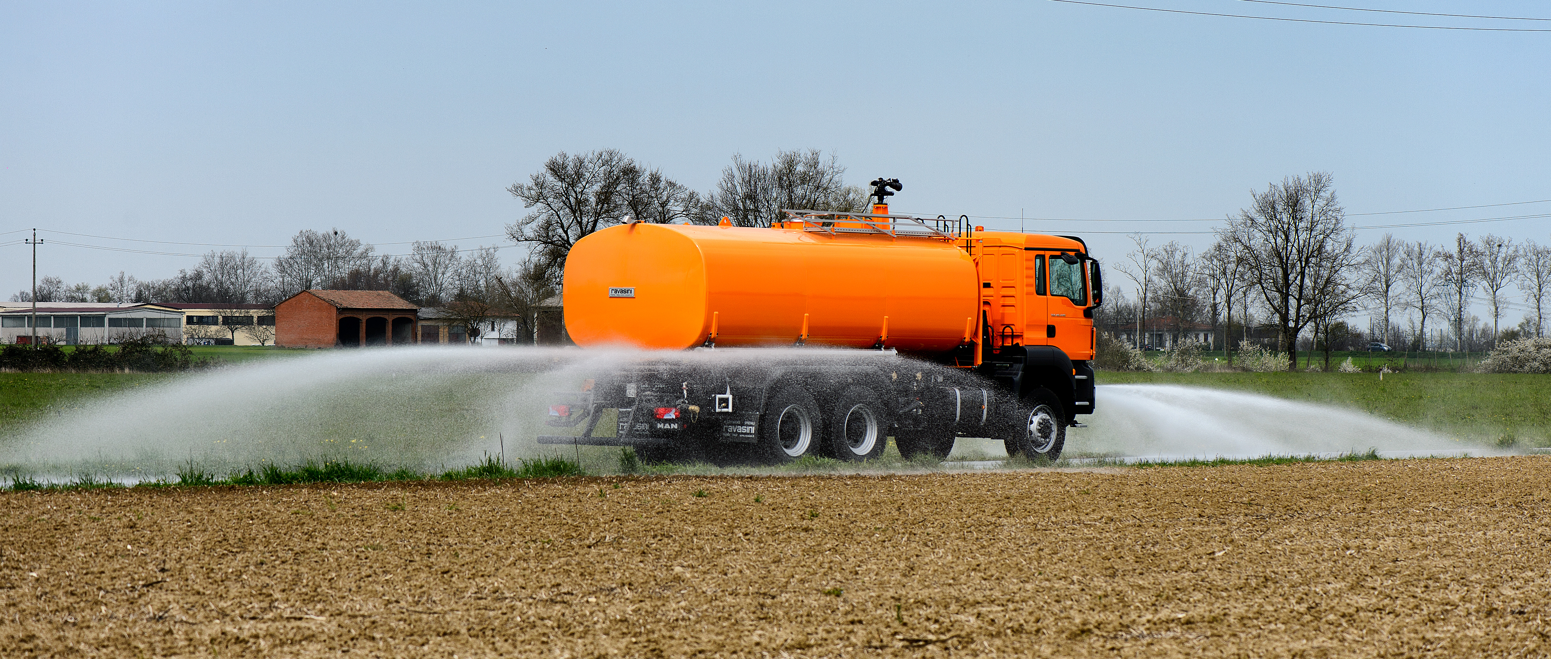 Man-water-tanker-truck