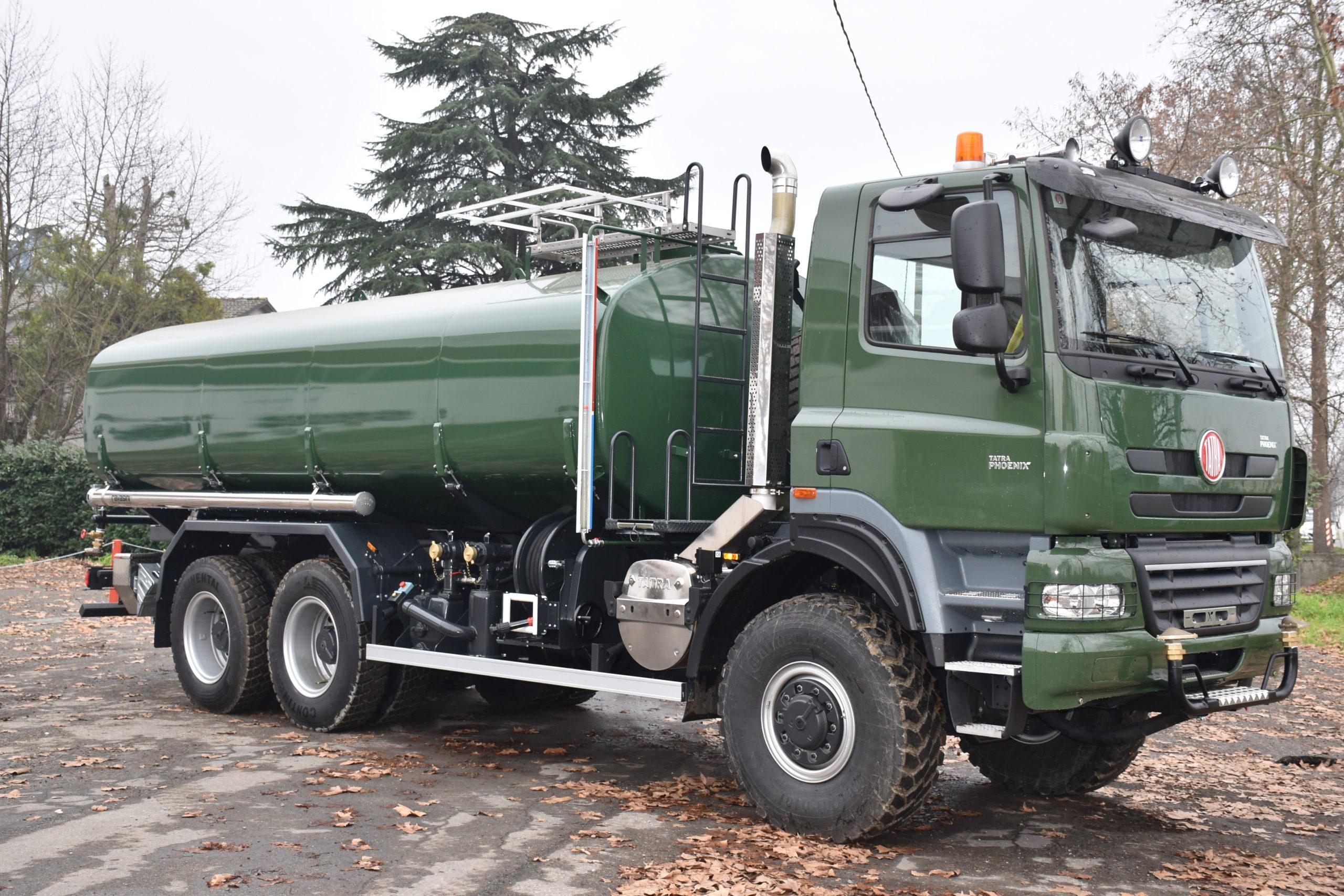 water_tanker_on_tatra_truck
